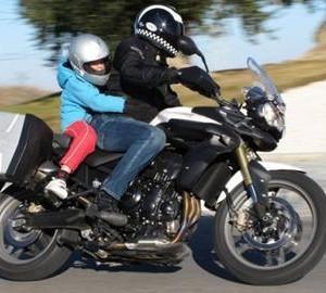niño en moto seguridad vial 01